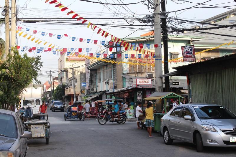 Rua do nosso hotel em Manila