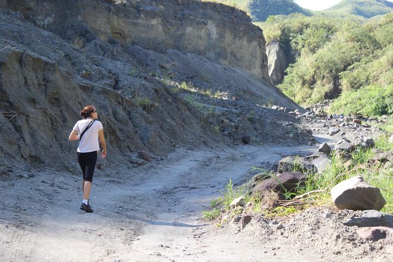 A trilha até a cratera do vulcão dura em média 2 horas
