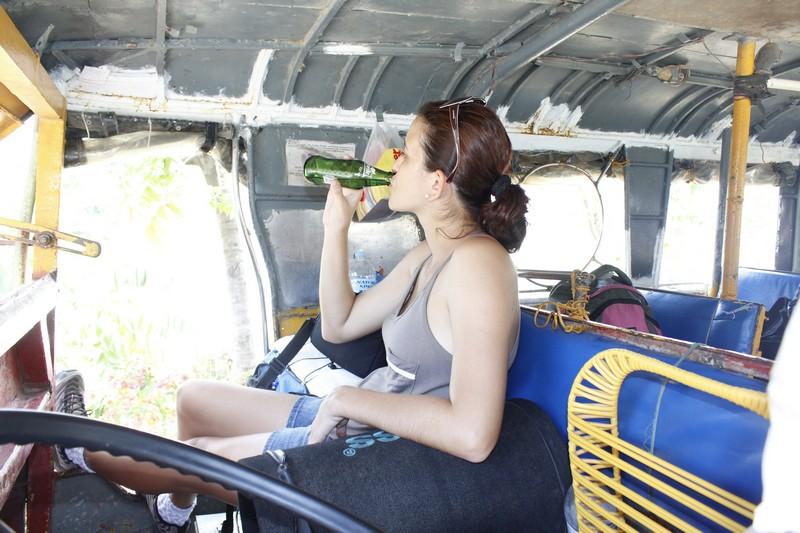 Viajando de jeepney! Essa folga toda é só na hora que todo mundo desce para comprar comida!