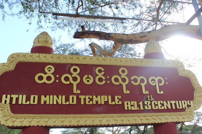 Placa em birmanês e inglês