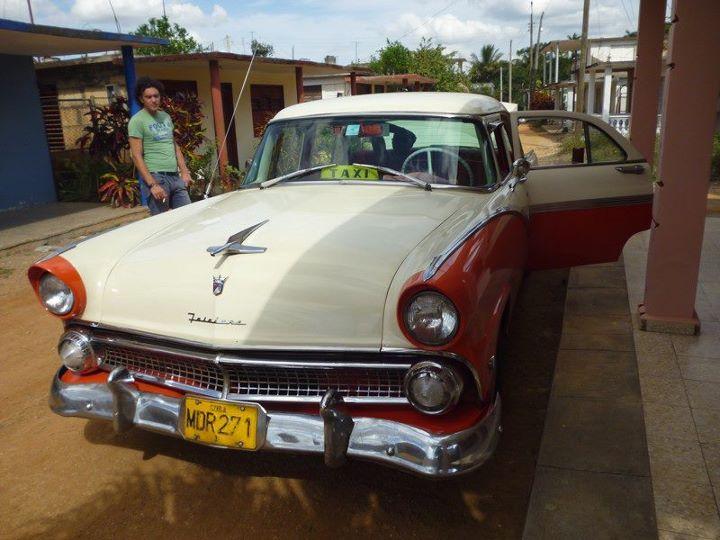 Carros da década de 50 circulam em Havana até hoje