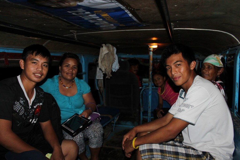 Família filipina que nos deu carona