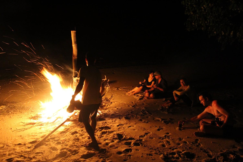 Reunidos em torno da fogueira