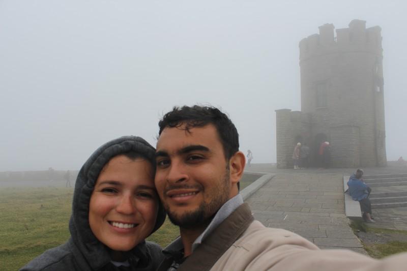 Tomando banho de chuva em frente a O´Briens Tower