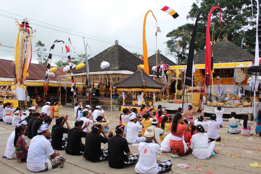 Celebrações para Brahma em templo público