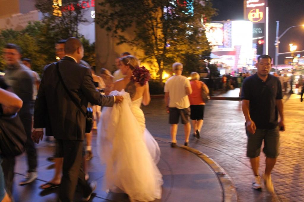 Noivos nas ruas de Vegas