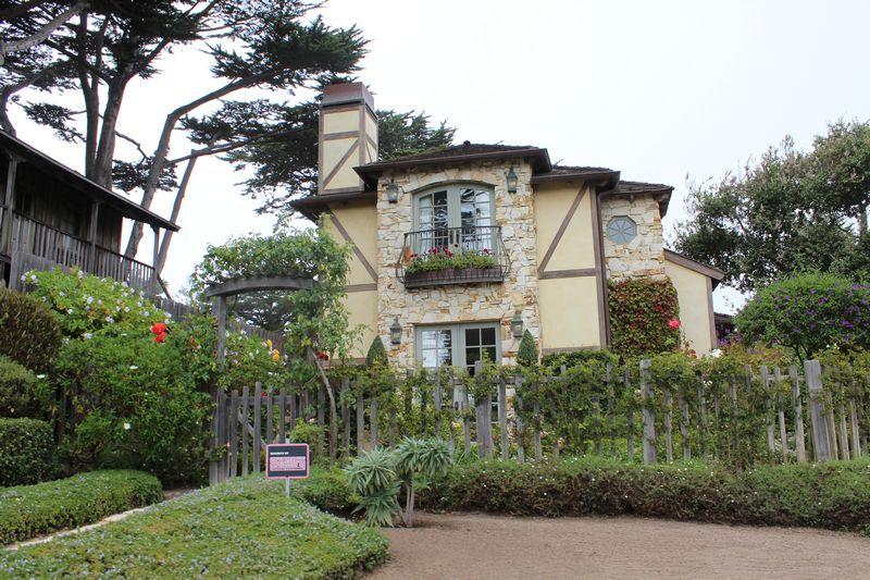 Uma das casas fofas de Carmel