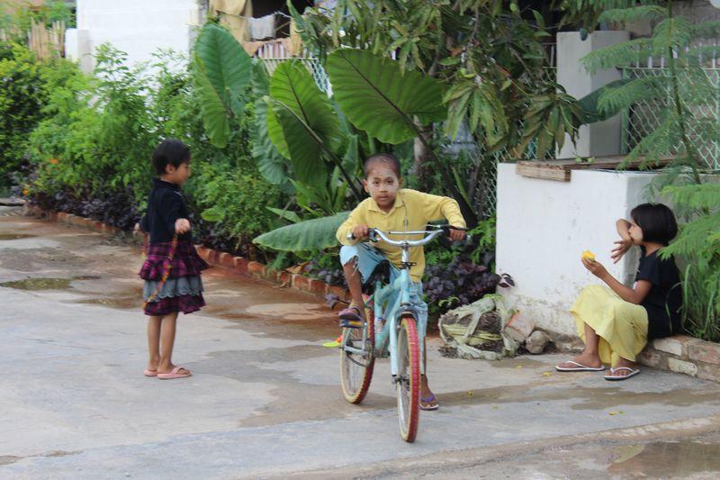 Nas ruas de Nyaung-Shwe, eles disseram para mim: Você é tão linda! :)