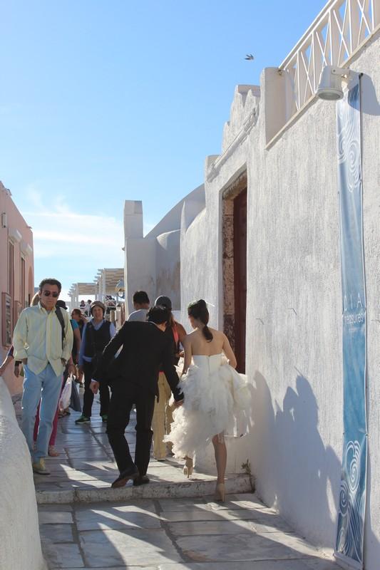 Noivos chineses fazendo ensaio fotográfico em Santorini