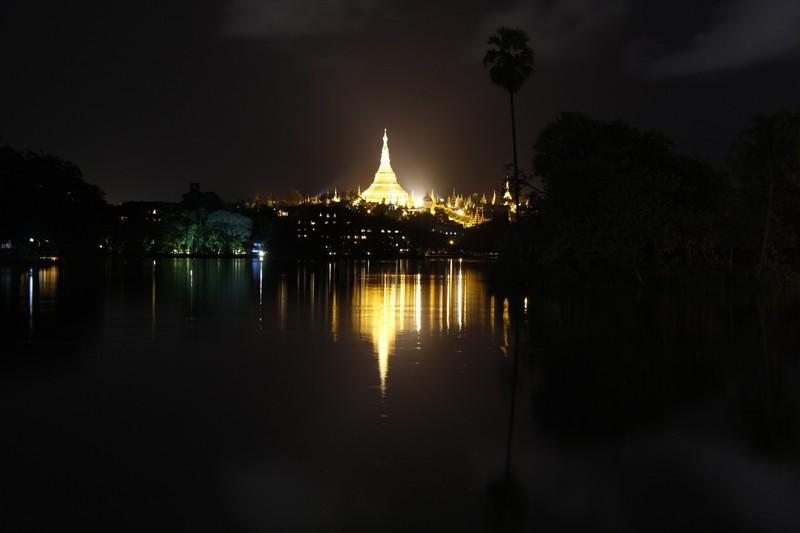 Shwe Dagon visto do parque