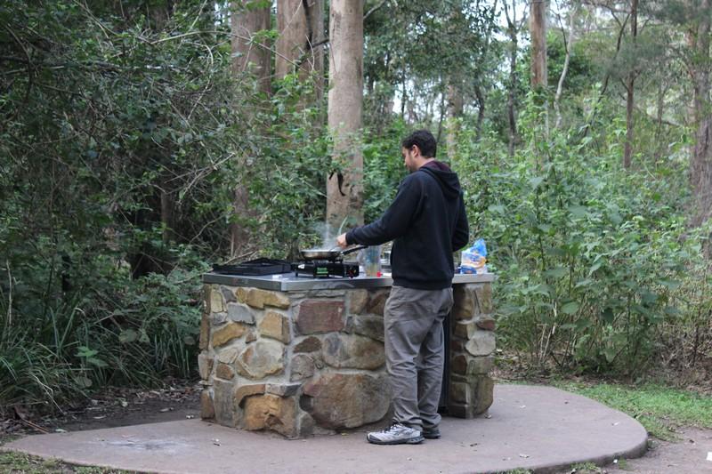 Cozinhando na churrasqueira do parque!!