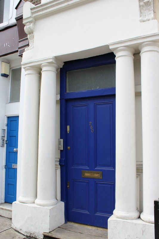 Casa da porta azul