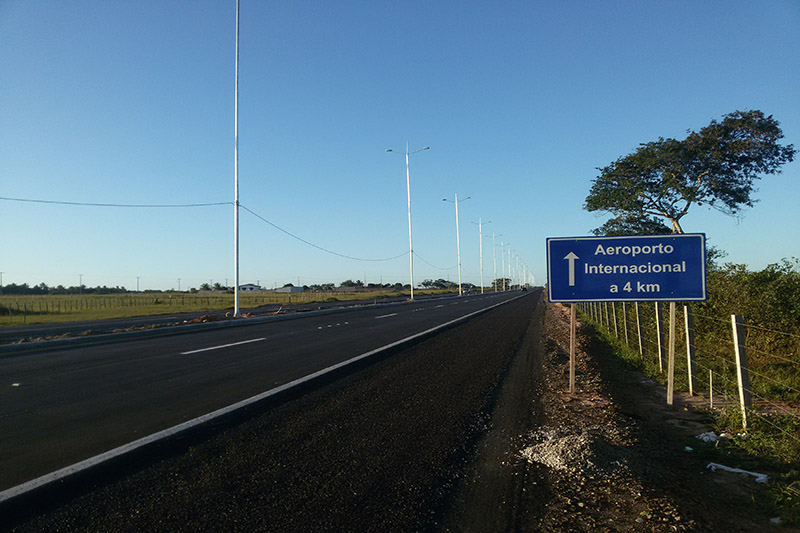 Acesso Norte foi liberado, mas ainda não está concluída. Há poucas placas de sinalização e a maioria só em português
