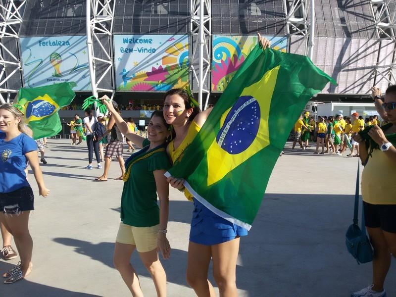 Com Marília na frente do Castelão