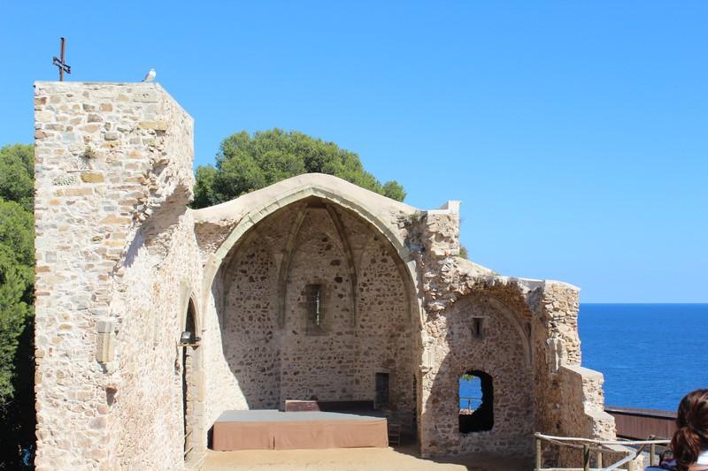 Ruínas de igreja na Vila Velha