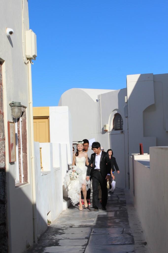 Noivos asiáticos em Santorini