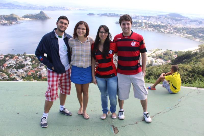 Com nossos anfitriões em Niterói: Sara (irmã de Fred) e Paulo