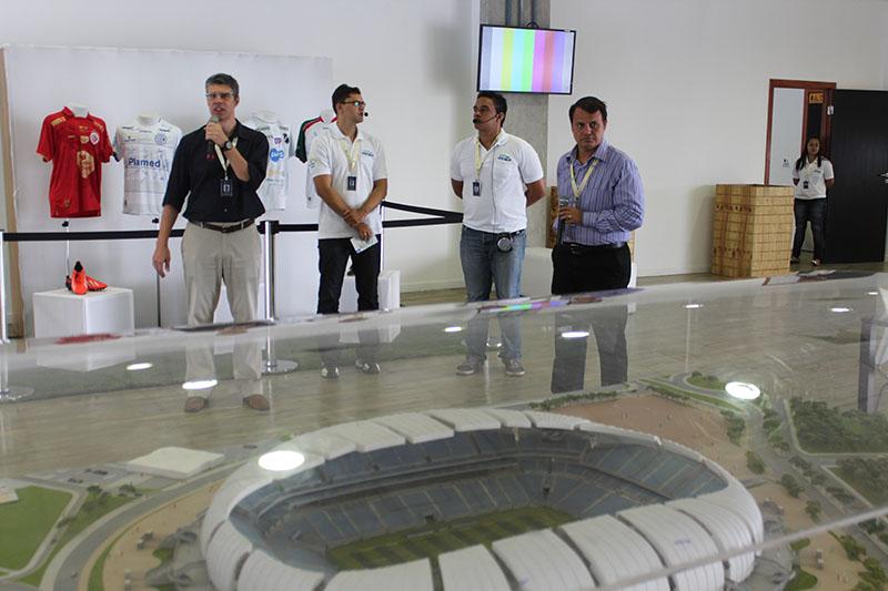 Carlos Zucolo apresentando o Arena Tour