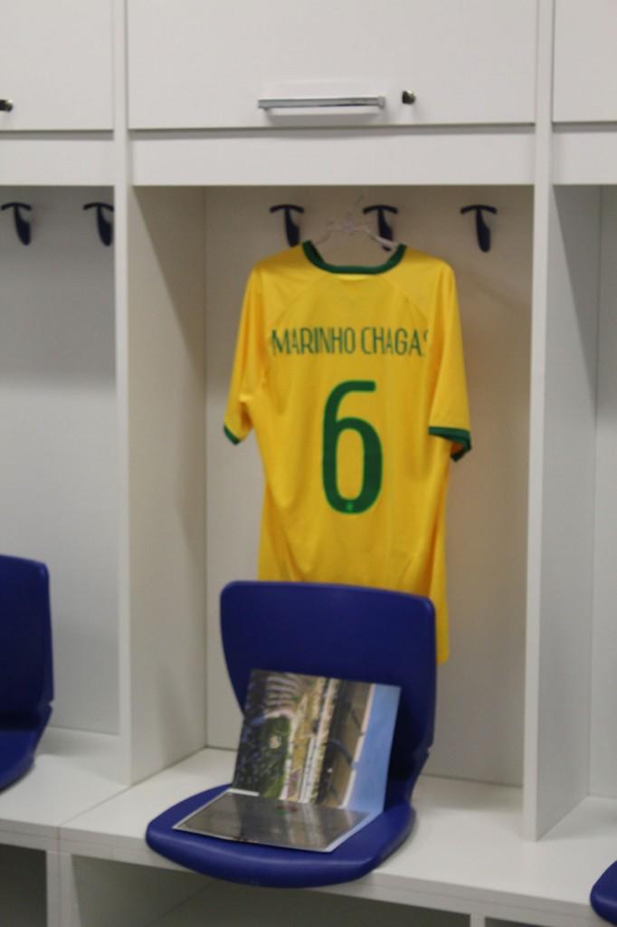 Camisa de Marinho Chagas no vestiário, homenagem ao jogador potiguar que foi destaque na seleção brasileira