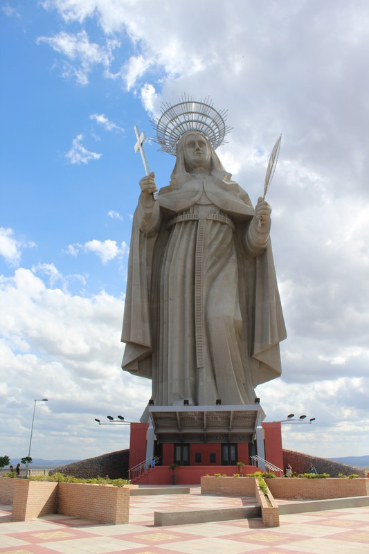 Estátua de Santa Rita mede 56 metros no total