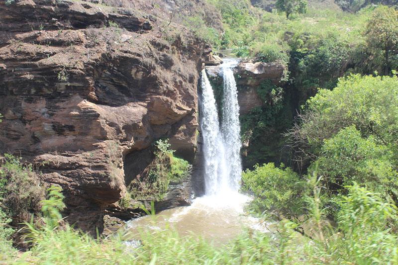 Cachoeira no caminho, fica do lado direito no sentido Ouro Preto - Mariana