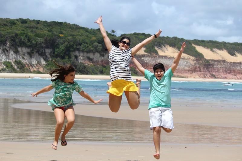 Os sobrinhos, Maria, Karen (minha sobrinha mais velha) e Serginho felizes da vida em Pipa