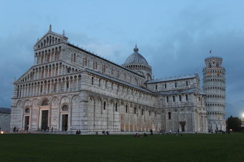Praça dos Milagres em Pisa