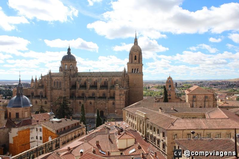 Vista das torres de La Clerecía na Scala Coeli