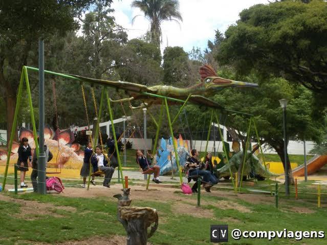 Parque infantil ao lado do Parque Bolívar
