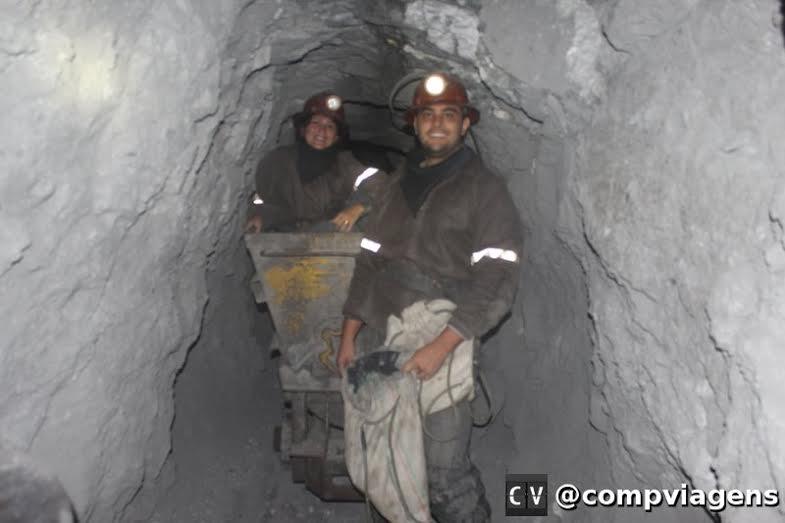 Visita a mina de prata em Potosí. As principais atrações da Bolívia envolvem um certo risco.