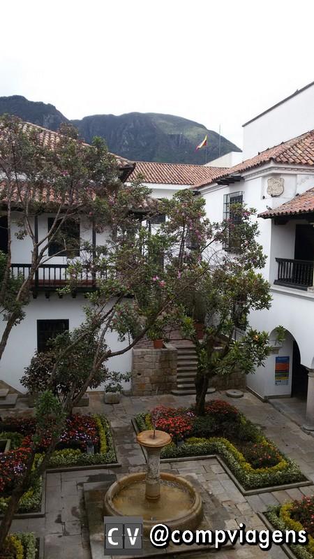 Prédio colonial onde estão os museus