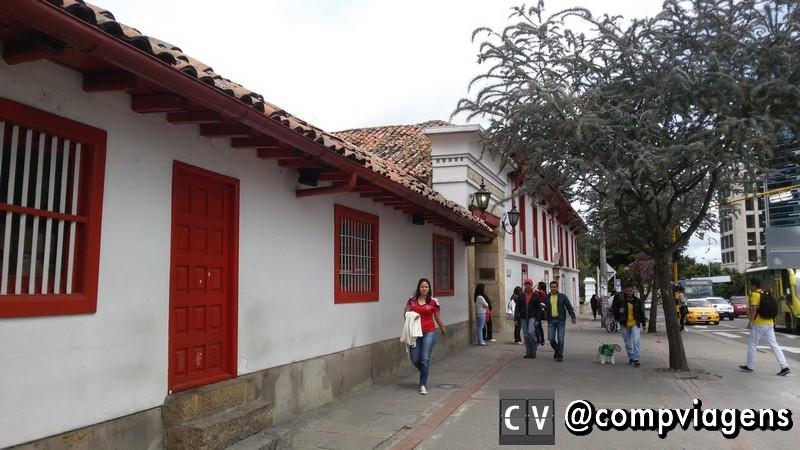 Fachada do Centro Comercial Hacienda Santa Bárbara