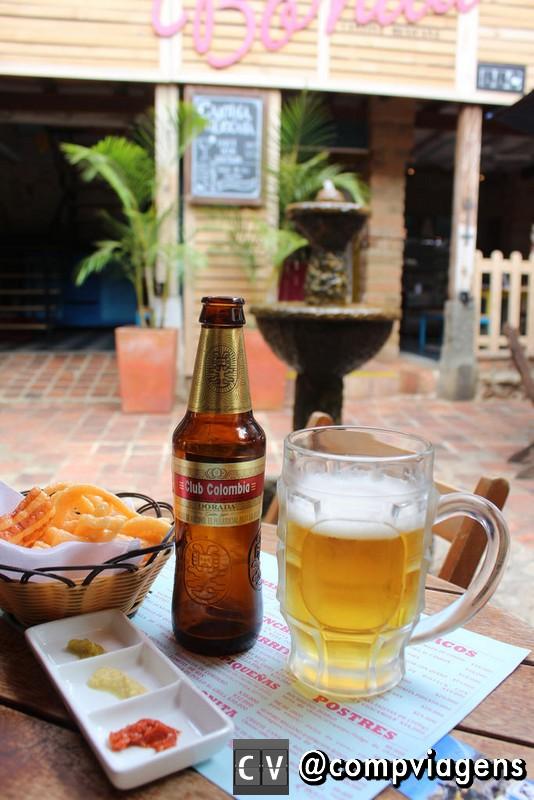 Cerveja colombiana e comidinha mexicana