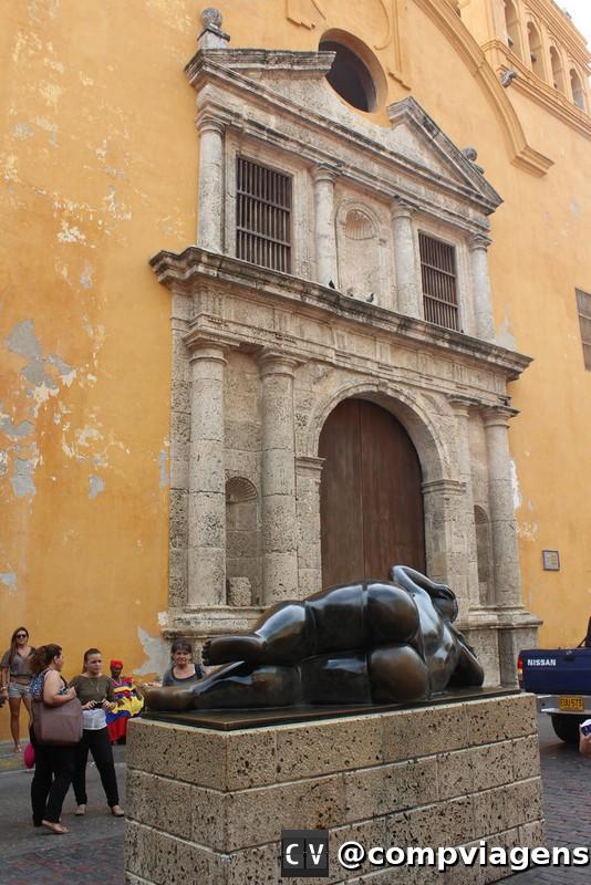 Igreja de Santo Domingo e escultura de Botero