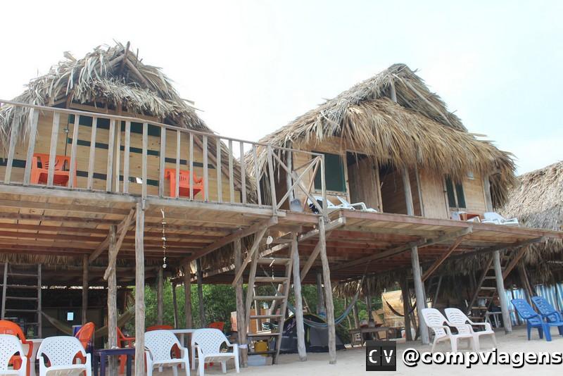 Hostels de Playa Blanca são de madeira e palha
