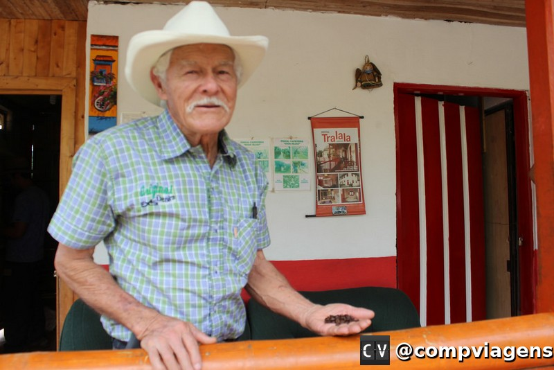 Don Elias mantém a finca de café há 22 anos