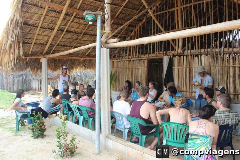 Nosso guia Marco, explicando sobre a cultura dos Kuna