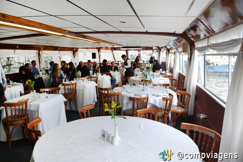 Almoço no barco Humberto M