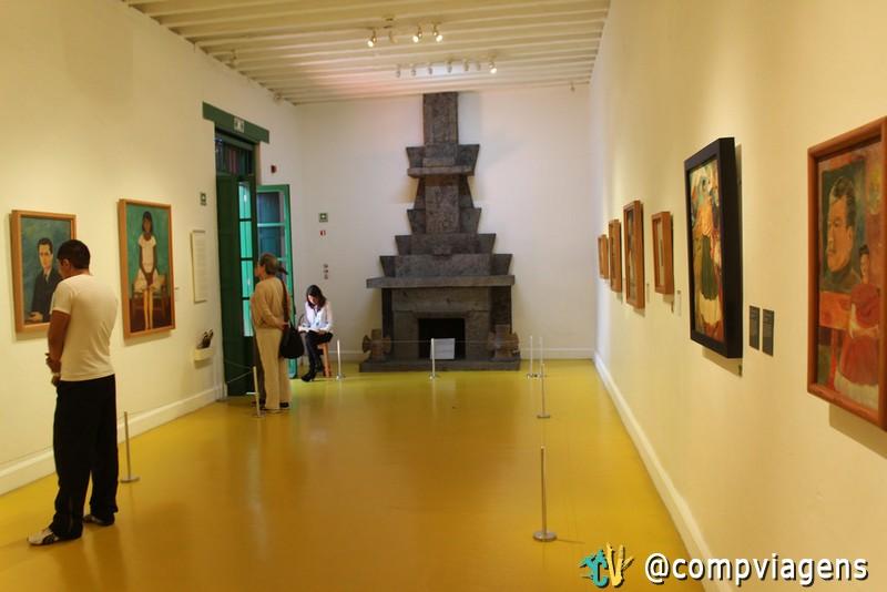 Sala com quadros de Frida