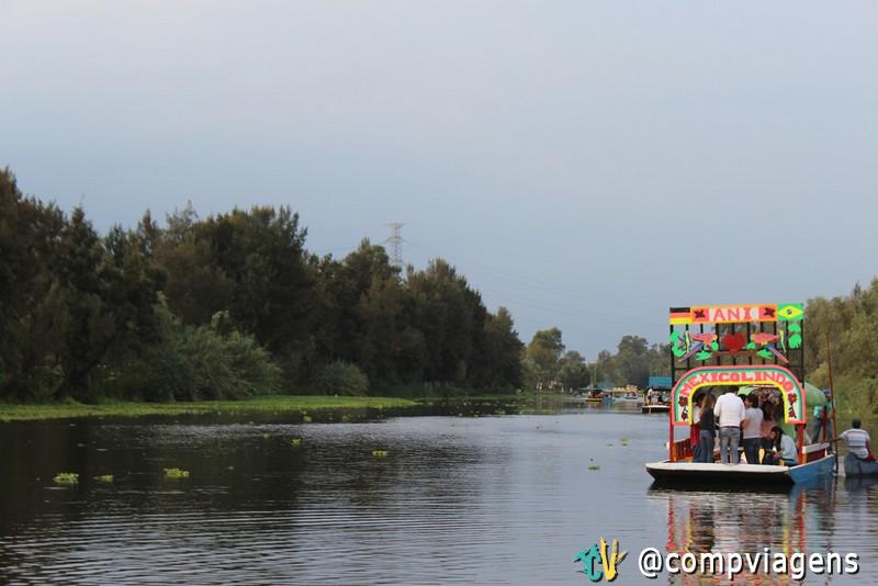Passeio de trajinera em Xochimilco