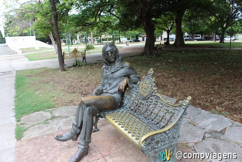 Estátua de John Lennon