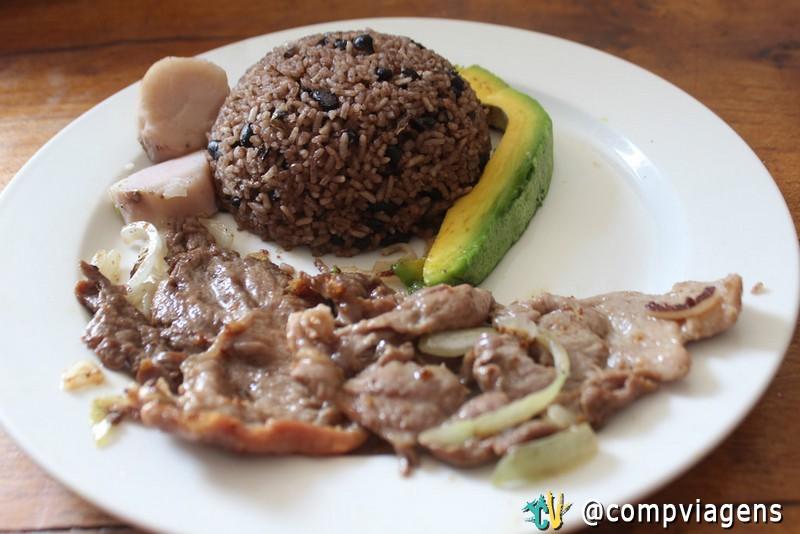 Prato típico de um Paladar cubano