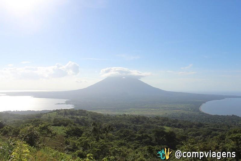 Vulcão Concepción visto do vulcão Maderas