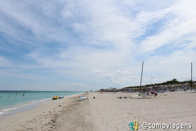 Praia na área dos resorts