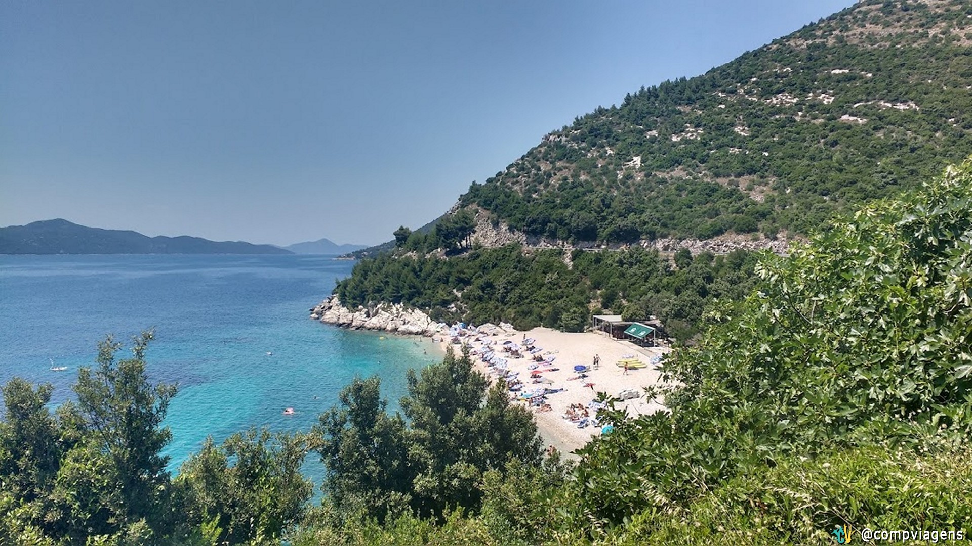 Paisagem no caminho entre Hvar e Dubrovnik. As estradas ficam entre as montanhas e são sinuosas