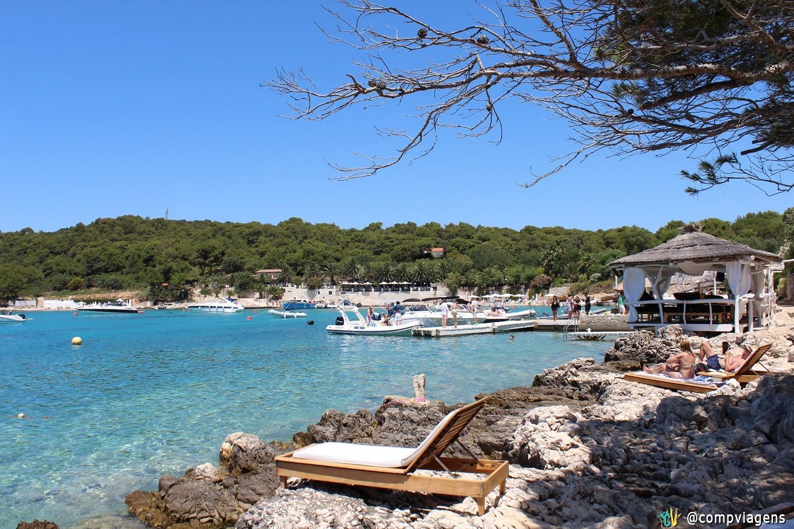 Praia em Hvar