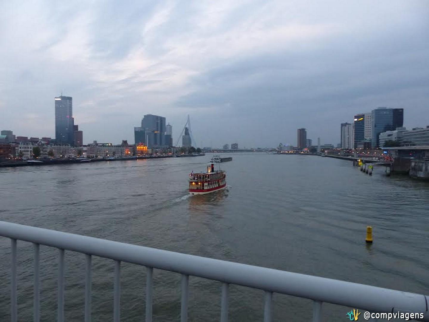 Rio Mosa e ponte Erasmus, ao fundo