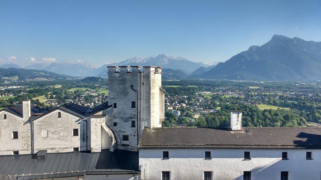 Montanhas vistas da Fortaleza de Hohensalzburg
