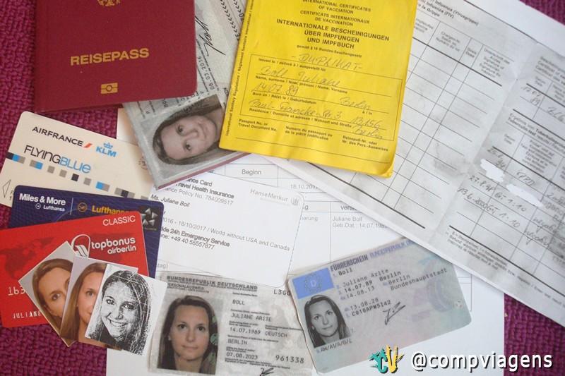 Cópias dos meus documentos: passaporte, carteira de motorista e cartão de vacinas