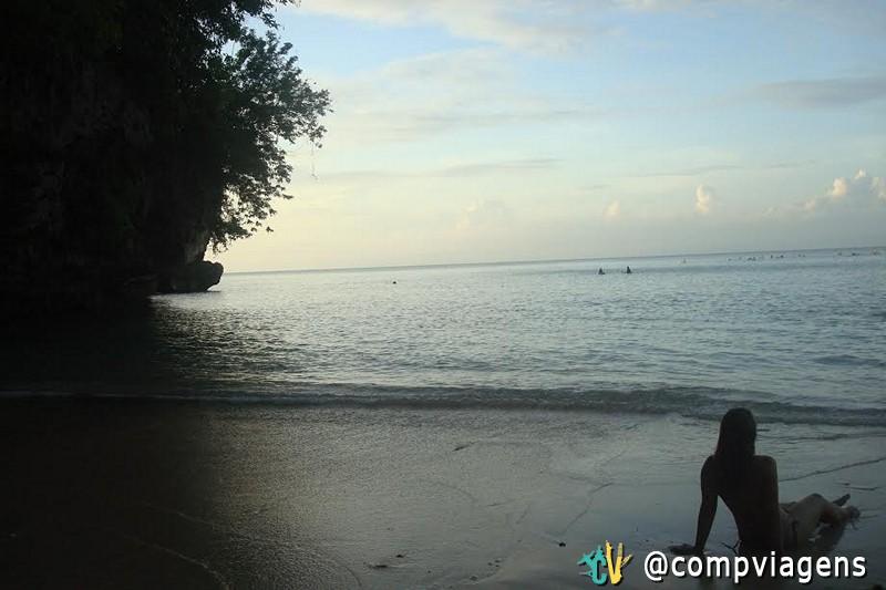 Relaxando na praia de Padang-Padang